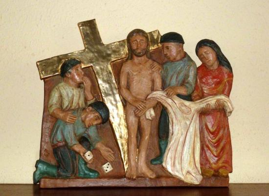 10ème station : Jésus est dépouillé de ses vêtements