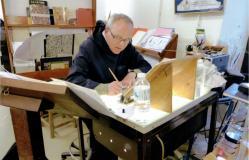 Le calligraphe au travail